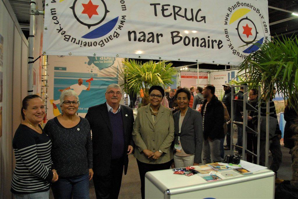 Commissioner Den Heyer present at emigration exchange