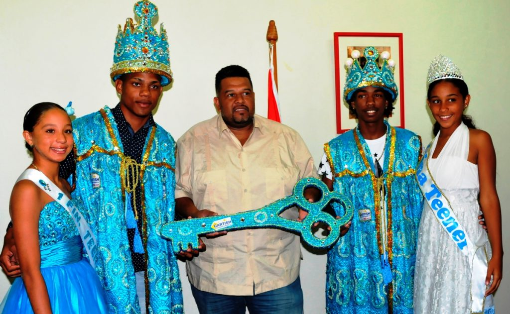 Commissioner Statia hands over key to 2017 Carnival