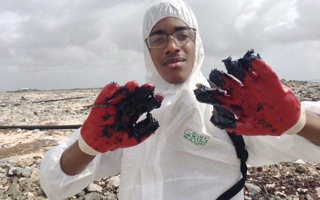 Oil slick and tar pollute parts of east coast Bonaire