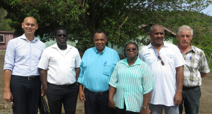 Statia act. Gov. meets with homeowners and contractors