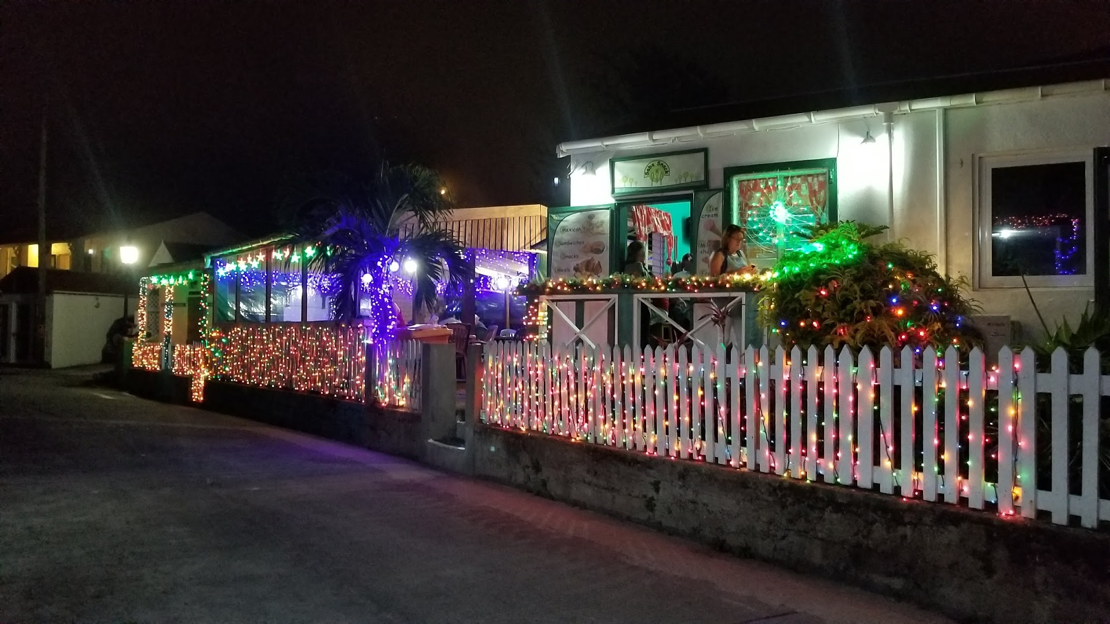 Decorated house in Saba Xmas 2017