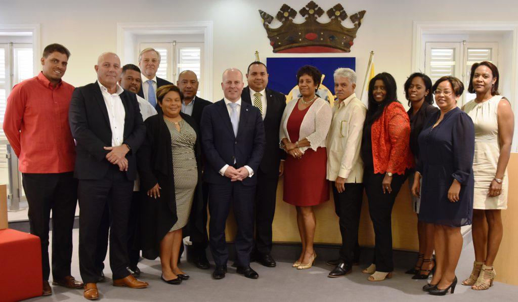 Knops meets Bonaire Island Council members