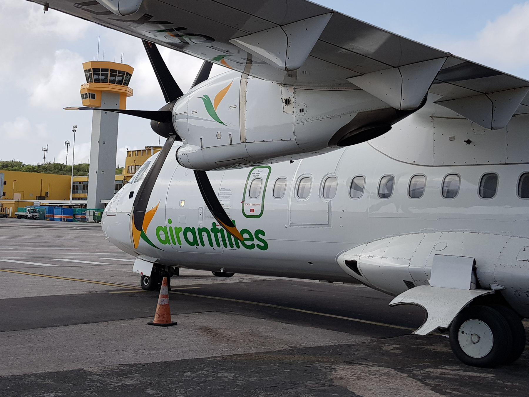 Air Antilles in Curacao 2 foto HL