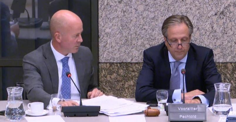 Staatsecretaris Knops met Pechthold photo Nico van der Ven