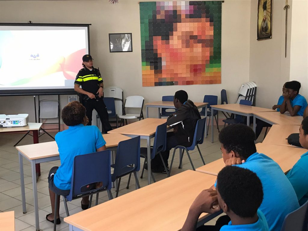 Police officers provide information at school on St. Eustatius