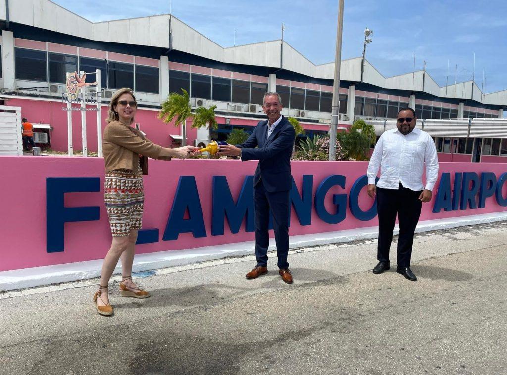 Minister van Nieuwenhuizen visits Bonaire International Airport