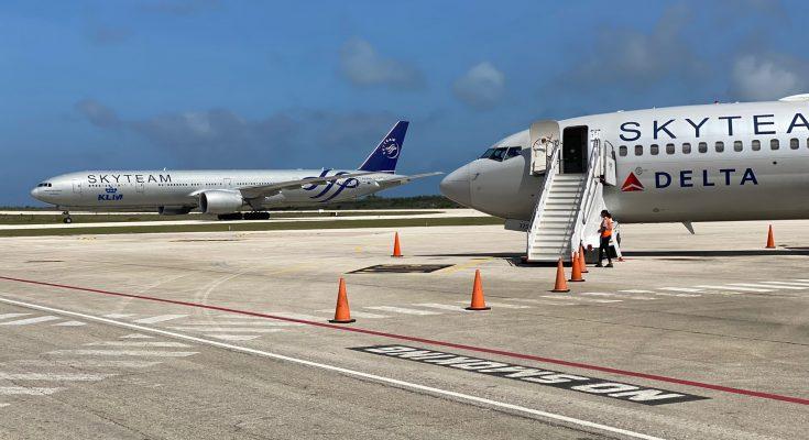 SkyTeam meets SkyTeam at Bonaire International Airport