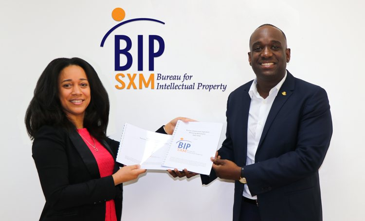 Minister Lawrence meets with BIP SXM